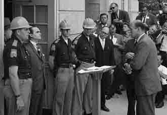 Nicholas Katsenbach, right, confronts Gov. GEorge Wallace Photo / National Archives